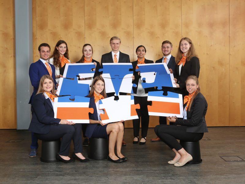 Zehn neue Azubis bei der VR-Bank Rhein-Sieg